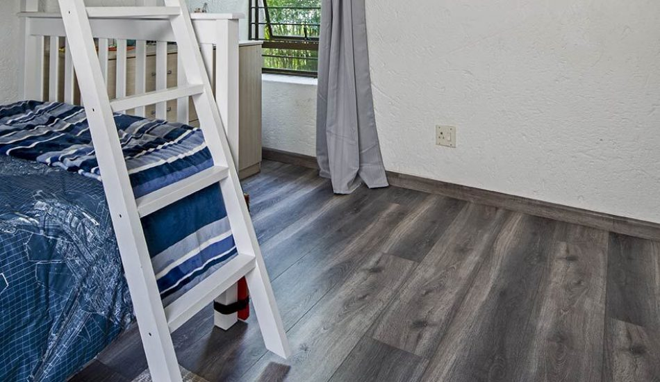 FinFloor Black Forest Silver Elm